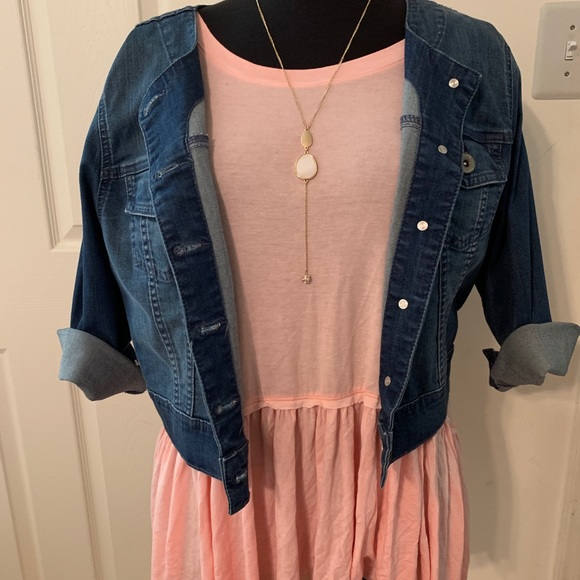 Xhilaration Tops - Pink top with ruffle bottom